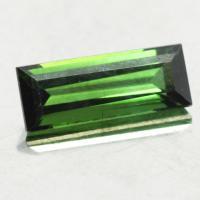 gemstone: กรีนทัวมาลีน-Green Tourmaline size: 11x4.2x3.4 carat: 1.48Ct.